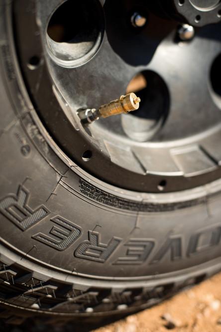 tire-delator-overlanding