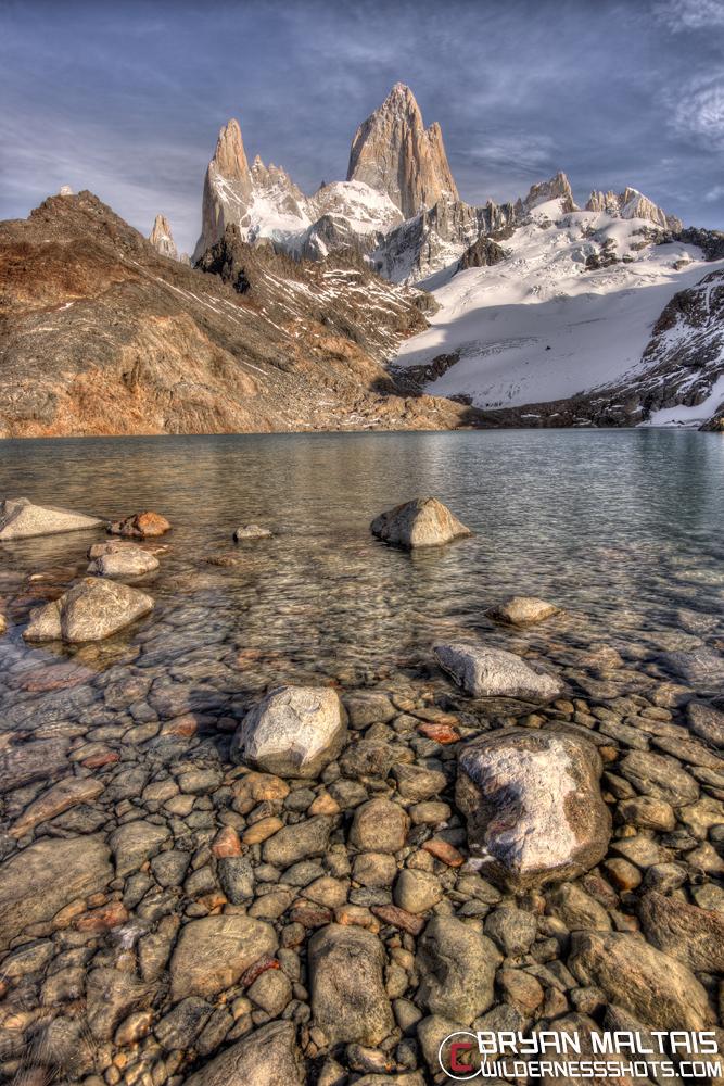 Lago-de-los-Tres-Fitz-Roy-Rocks-Vertical